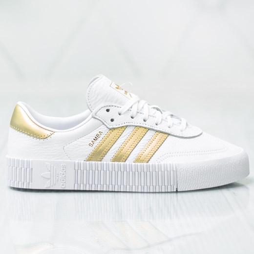 Buty sportowe damskie Adidas bez wzorów sznurowane w Domodi