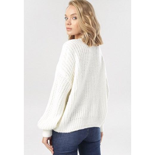 Sweter damski biały Born2be z okrągłym dekoltem Odzież Damska XE biały IQRJ