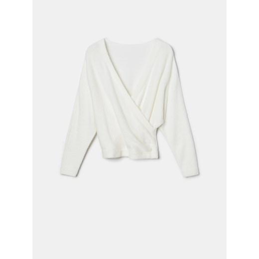 Sweter damski Mohito z dekoltem w serek Odzież Damska FI biały MKJE