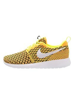 Nike Sportswear ROSHE ONE FLYKNIT Tenisówki i Trampki volt/white/total orange/black
