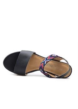 Czarne sandały damskie ryłko, wyprzedaż, lato 2020 w Domodi