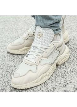 Beżowe buty męskie adidas, wiosna 2020 w Domodi
