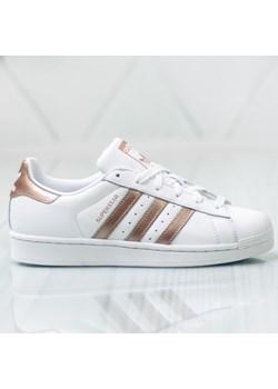 Bia?e buty damskie adidas, wiosna 2020 w Domodi