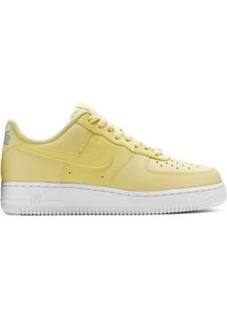 Żółte buty sportowe damskie nike air force, wiosna 2020 w Domodi
