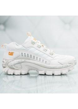 Białe buty męskie caterpillar w wyprzedaży, wiosna 2020 w Domodi