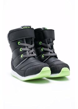 Czarne buty zimowe chłopięce reebok, zima 2020 w Domodi
