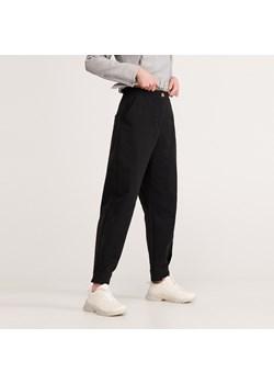 Spodnie z wysokim stanem damskie reserved, wiosna 2020 w Domodi