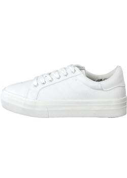 Białe tenisówki damskie vans, wiosna 2020 w Domodi