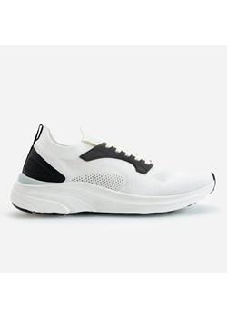 Białe buty sportowe męskie reserved, wiosna 2020 w Domodi