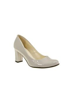 Szare buty ślubne na słupku, wiosna 2020 w Domodi