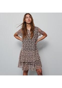 Sukienki, wiosna 2020 w Domodi