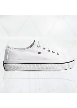 Granatowe buty damskie guess, wyprzedaż, wiosna 2020 w Domodi