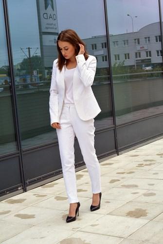 3449ed08ed Garnitur damski - jak nosić  - Trendy w modzie w Domodi