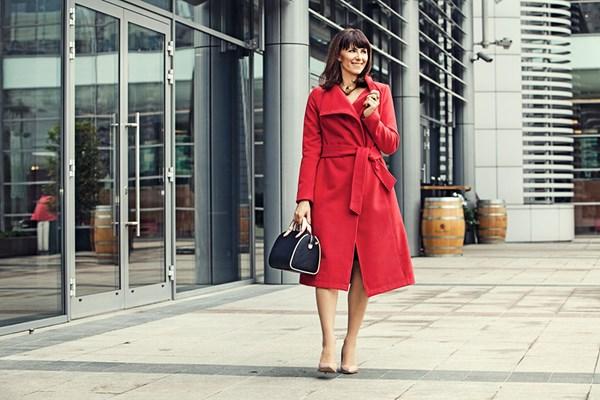 e767bb69b2 ONE MILLION DOLLARS - czerwony płaszcz