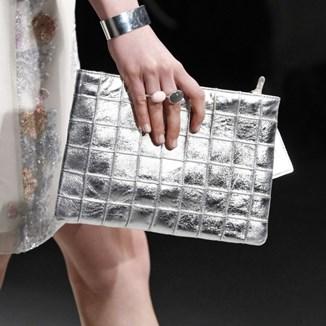 cd1a9fc92cbef Buty i torebki - złoto czy srebro? - Trendy w modzie w Domodi